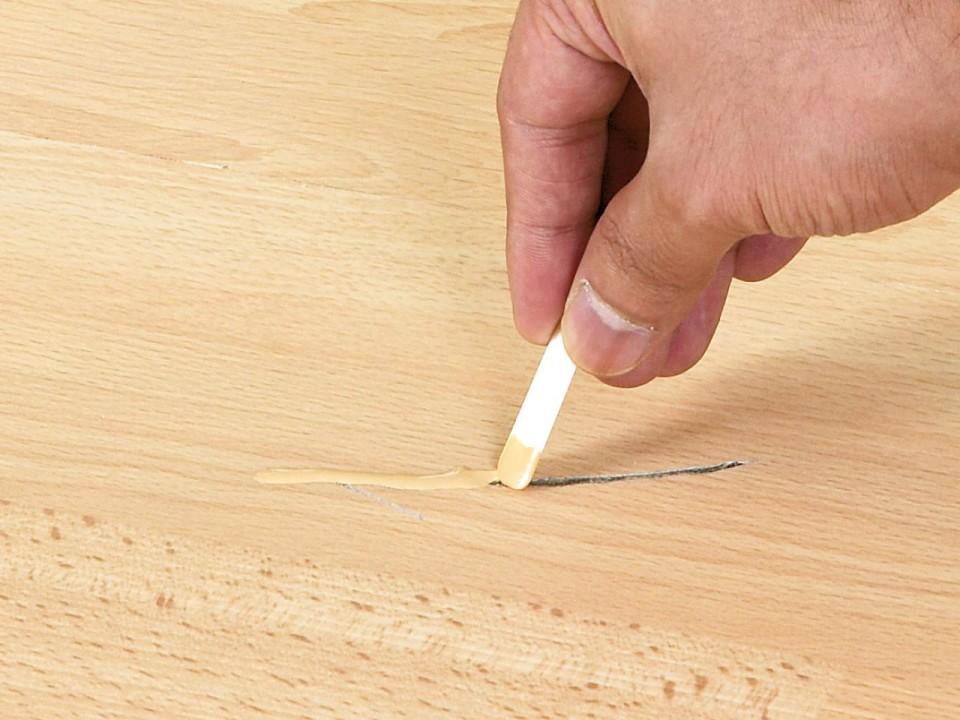 чем заклеить линолеум порез в домашних условиях